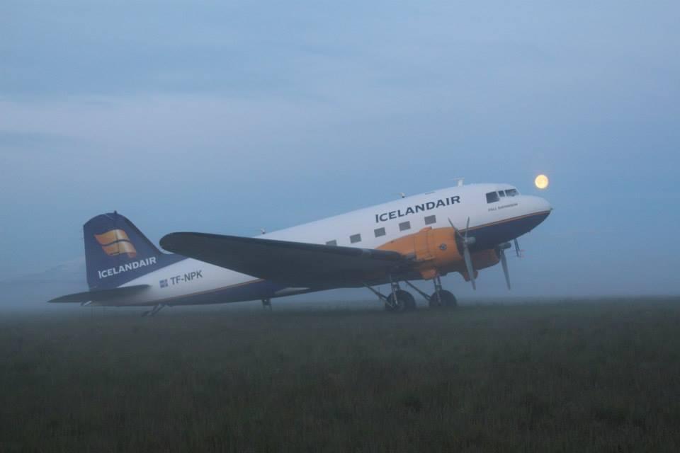 "Icelandair Douglas DC-3 TF-NPK in Hella during ""Allt sem flýgur"" // Source: ""Allt sem flýgur"" in Hella // Source: Matthías Sveinbjörnsson"