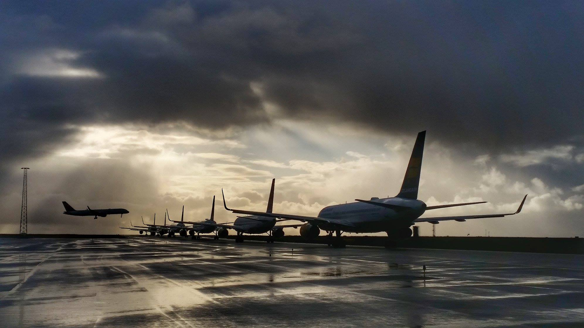 Line-up queue in Keflavik during morning departure on 2 september // Source: Friðrik Friðriksson