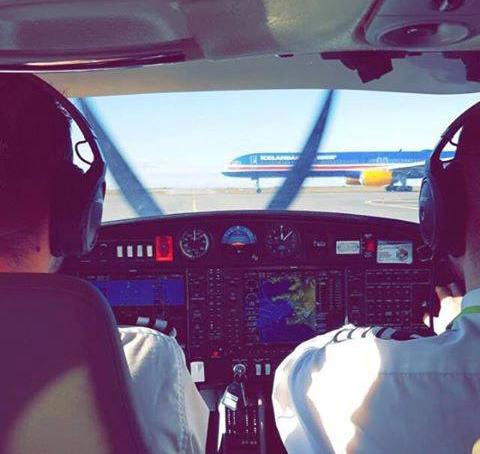 View onto Icelandair Boeing 757-300 TF-ISX from Diamond DA-20 cockpit at holding point in Keflavik // Source: Morten Herdichek Langfeldt