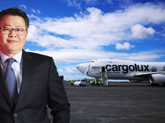 "Cargolux CEO Richard Forson and Cargolux Boeing 747-400 ""Sea Life"" LX-ECV // Source: Flugblogg"