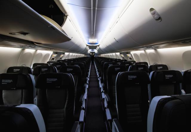Cabin of Icelandair Boeing 737 MAX 8 TF-ICE Jökulsárslón // Source: Alina Daneliia (specially for Flugblogg)
