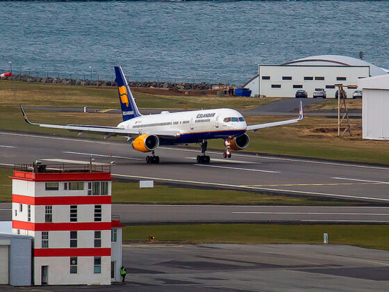 Icelandair Boeing 757 is departing from Reykjavik airport // Source: Karl Georg Karlsson
