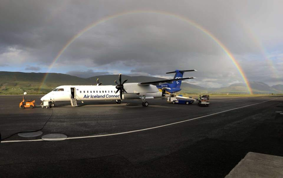 Preparation of Air Iceland Connect Bombardier Dash 8 Q400 for a flight // Source: Sóley Purkhús