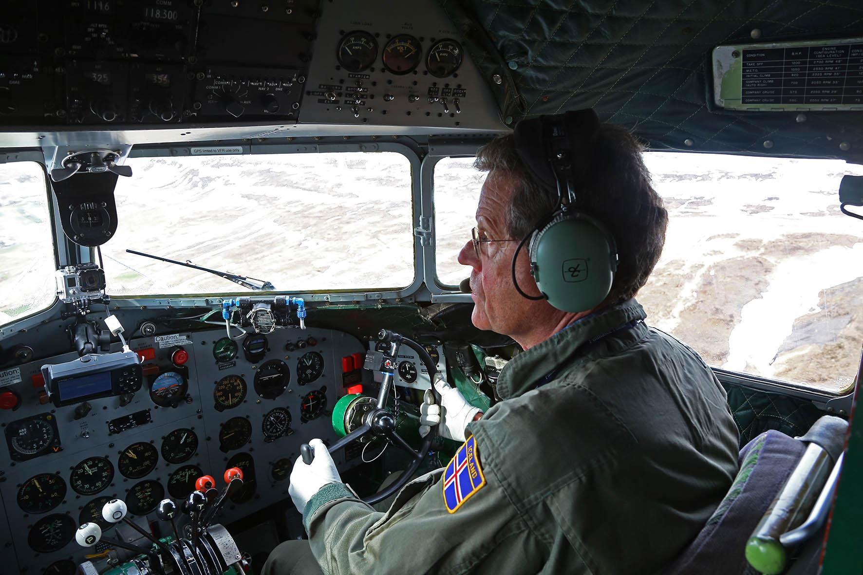 Hallgrimur Jónsson is piloting the DC-3 reg. TF-NPK // Source: Flugsafn Íslands (Hörður Geirsson)