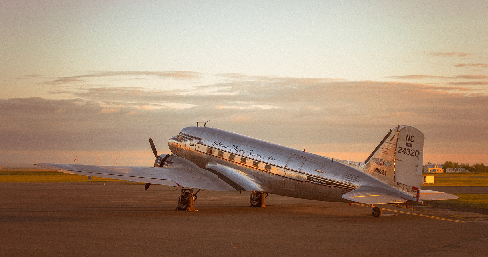 "D-Day Squadron DC-3 N24320 ""Miss Montana"" in Reykjavik airport // Source: Adam Ertu ToZiemski"
