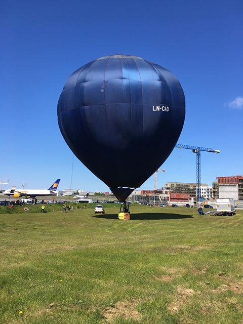 Air balloon on Reykjavik Airshow 2019 // Source: Mantea Tudor