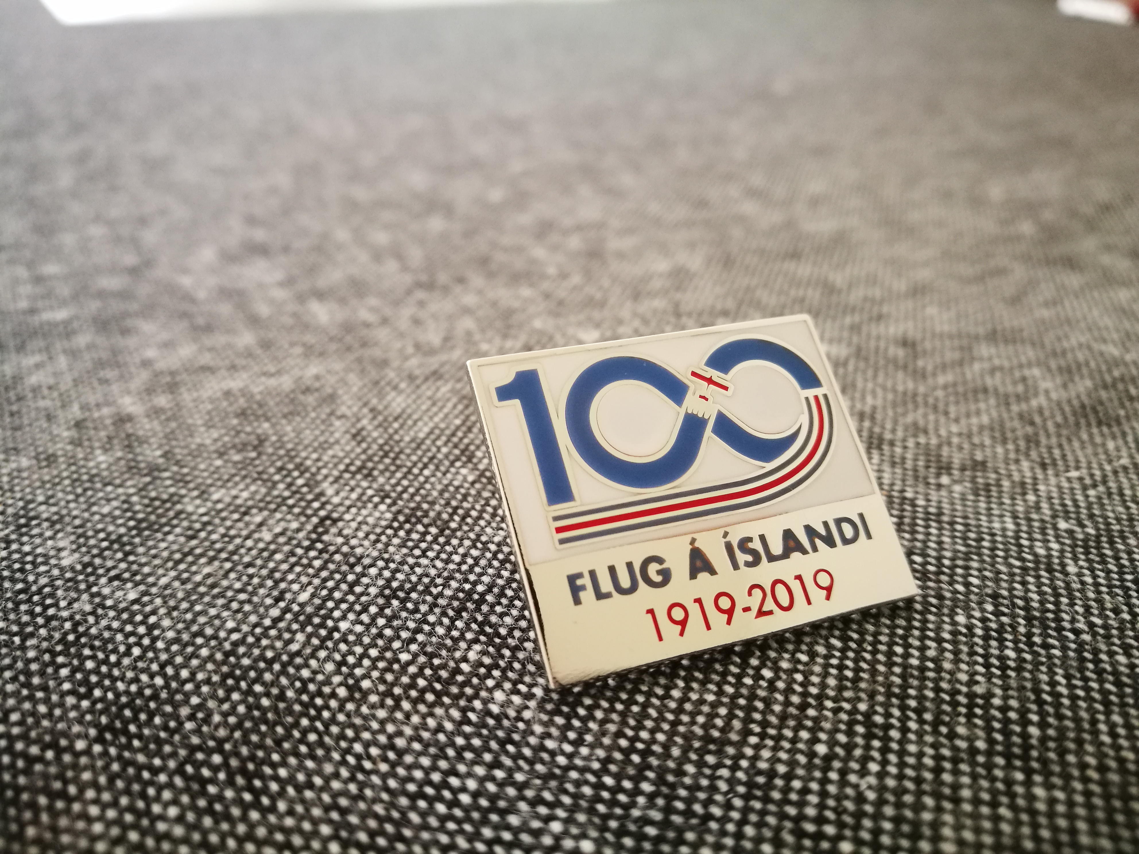 Commemorative badges in honor of the 100th anniversary of Icelandic aviation // Source: Flugblogg