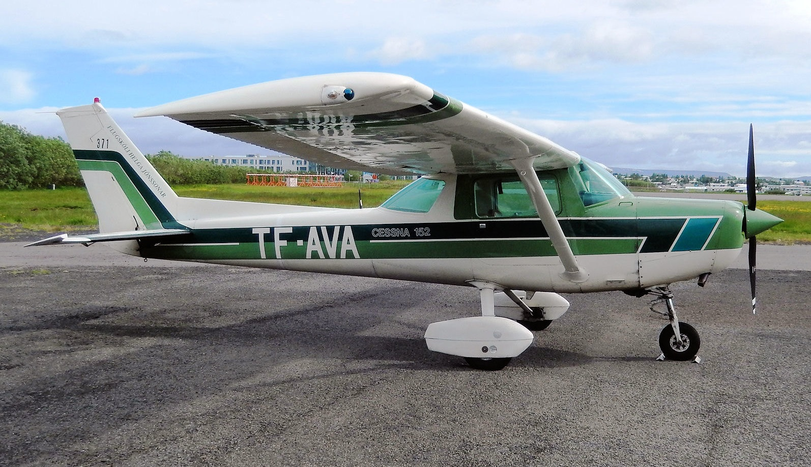 Reykjavik Flight Academy Cessna 152 reg. TF-AVA // Source: Trevor Read (flickr.com)