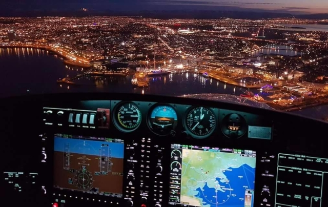 On the glideslope during the ILS approach on runway 19 in Reykjavik (BIRK). Pilot-in-command Halldor Kr Jonsson // Source: flight instructor Kristin Reskow