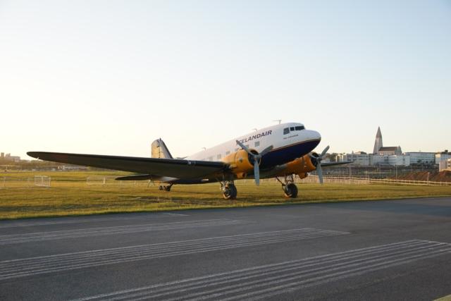DC-3 Þristavinir Iceland (Icelandair) TF-NPK during sunset in Reykjavik (BIRK) // Source: Markus Fürst