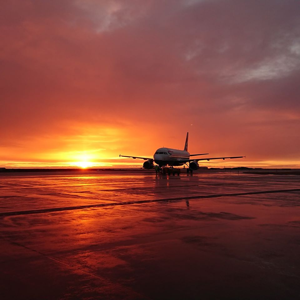 Astonishing sunset in Keflavik (BIKF) in March // Source: Jowita Wasilewska