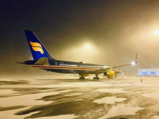 Night blizzard in March in Keflavik (BIKF) with Icelandair Boeing 757-300 reg. TF-ISX // Source: Sigurður Magnússon
