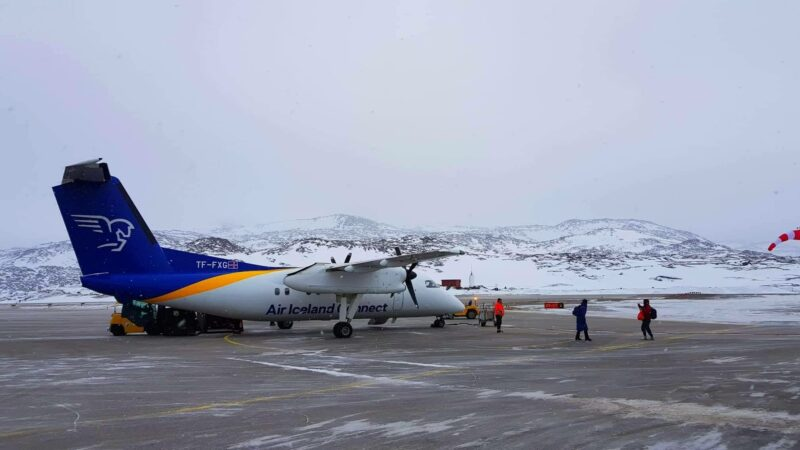 Air Iceland Connect Bombardier Dash 8 Q200 reg. TF-FXG unloading after performing flight FXI439 from Reykjavik (BIRK) to Ilulissat (BGJN) // Source: Kamil Krzywdzinski