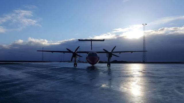 Air Greenland Bombardier Dash 8 Q200 reg. OY-GRO in Keflavik after regular flight from Nuuk (BGGH) // Source: Lukasz Bernadski