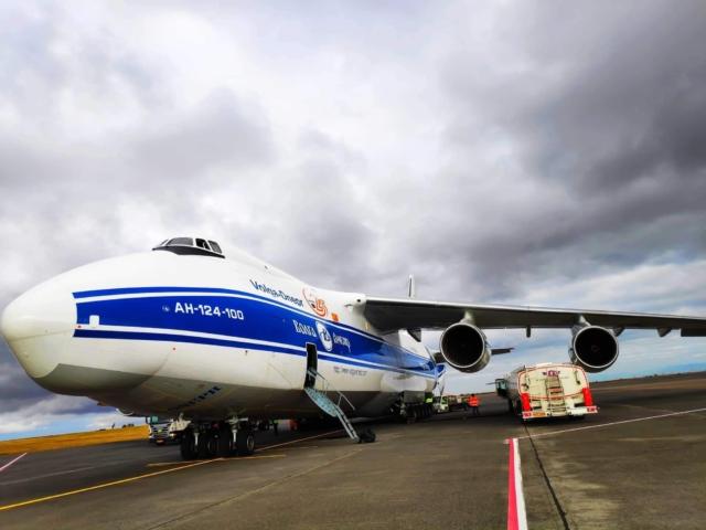 Volga-Dnepr Antonov-124 reg. RA-82081 on ramp in Keflavik (BIKF) after flight from Houston (KIAH) // Source: Michael Janiszewski