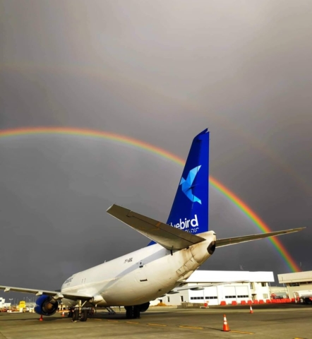 Blue Bird Cargo Boeing 737-400 reg. TF-BBL in Keflavik airport (BIKF) after a rain // Source: Michael Janiszewski