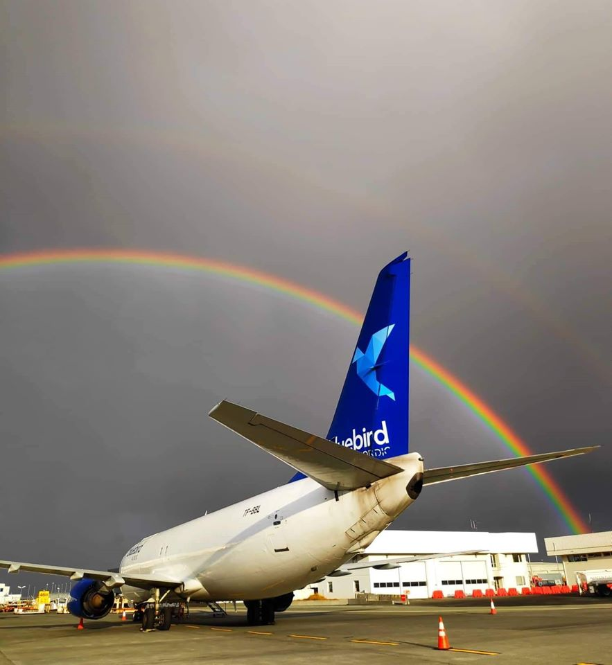 Blue Bird Cargo Boeing 737-400 reg. TF-BBL in Keflavik airport (BIKF) after a rain // Source: Michael Janiszewski