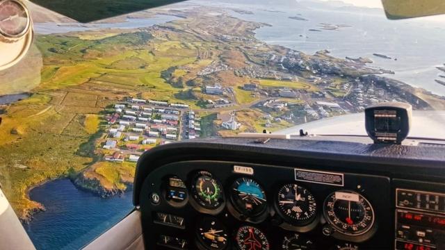 Stykkishólmur from the cockpit of Geirfugl Cessna 172 reg. TF-ISE in July. The pilot-in-comand is Gísli Birgir // Source: Ingþór Ingólfsson