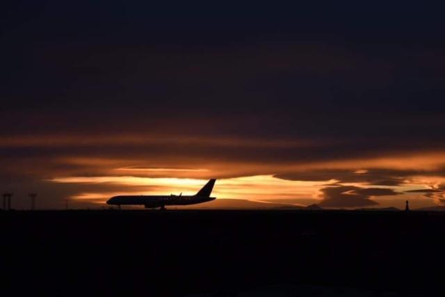 Picturesque sunrise in Keflavík (BIKF) // Source: Emil Georgsson
