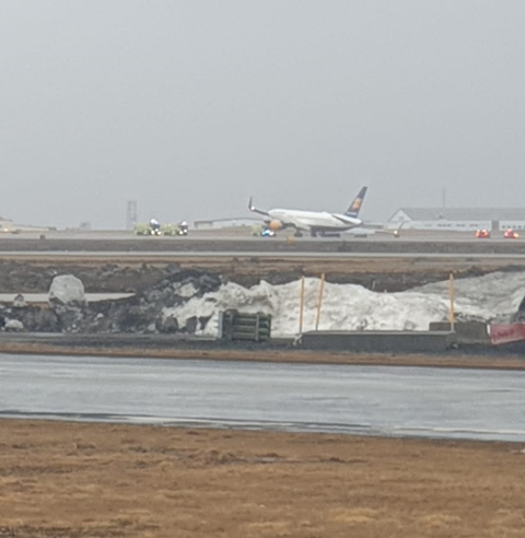 Icelandair's plane expreinced gear's collapse in Keflavik // Source: Flugblogg's readers
