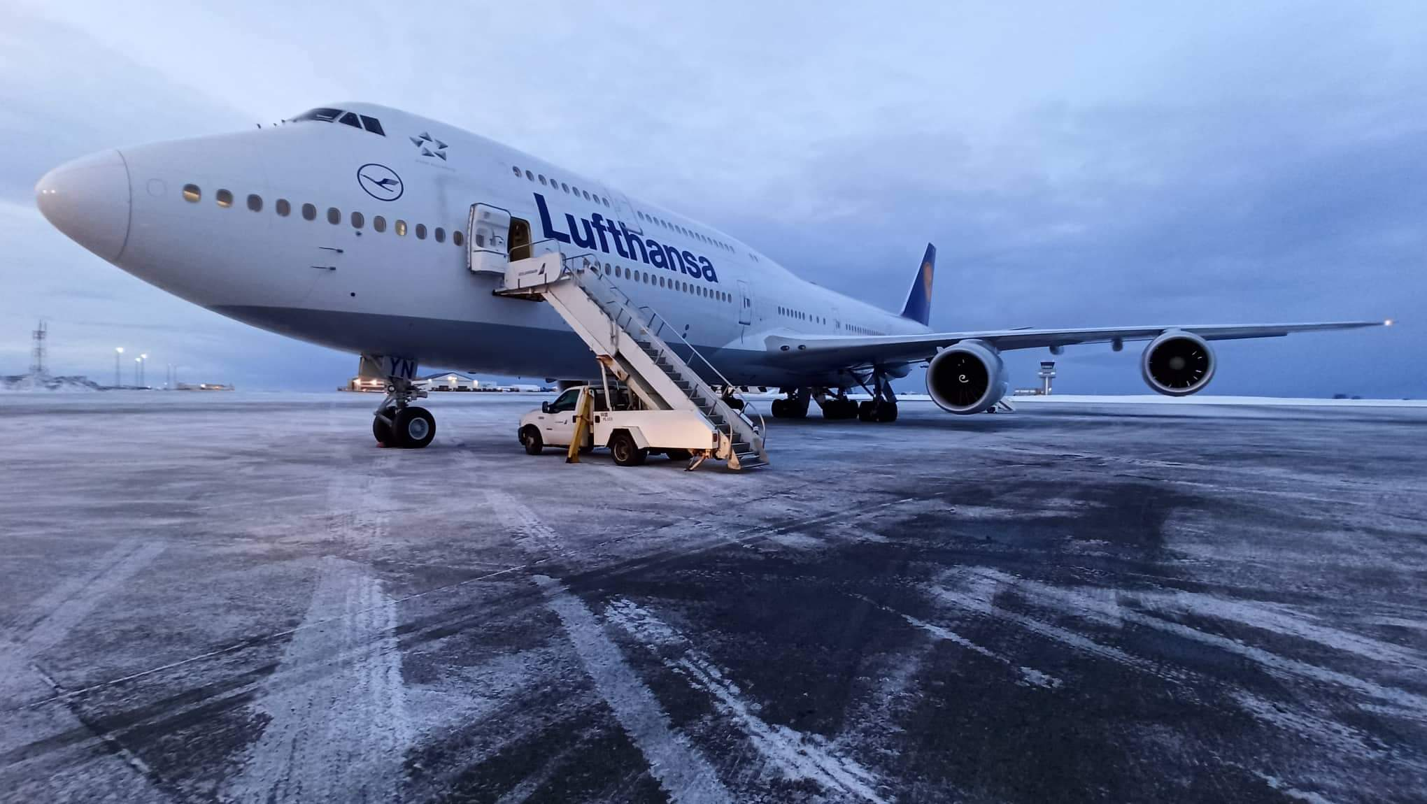 Boeing 747-8i reg. D-ABYN has diverted to Keflavik during Lufthansa flight DLH441 from Houston to Frankfurt // Source: Kuba Dudzinski