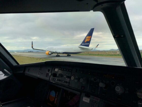 Icelandair Boeing 767 reg. TF-ISW, departing from Keflavik // Source: Roman Savin