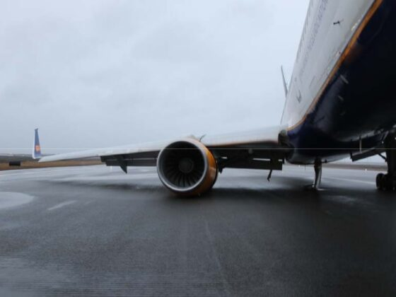 Icelandair's Boeing 757-200 reg. TF-FIA expreinced gear's collapse in Keflavik // Source: RNSA