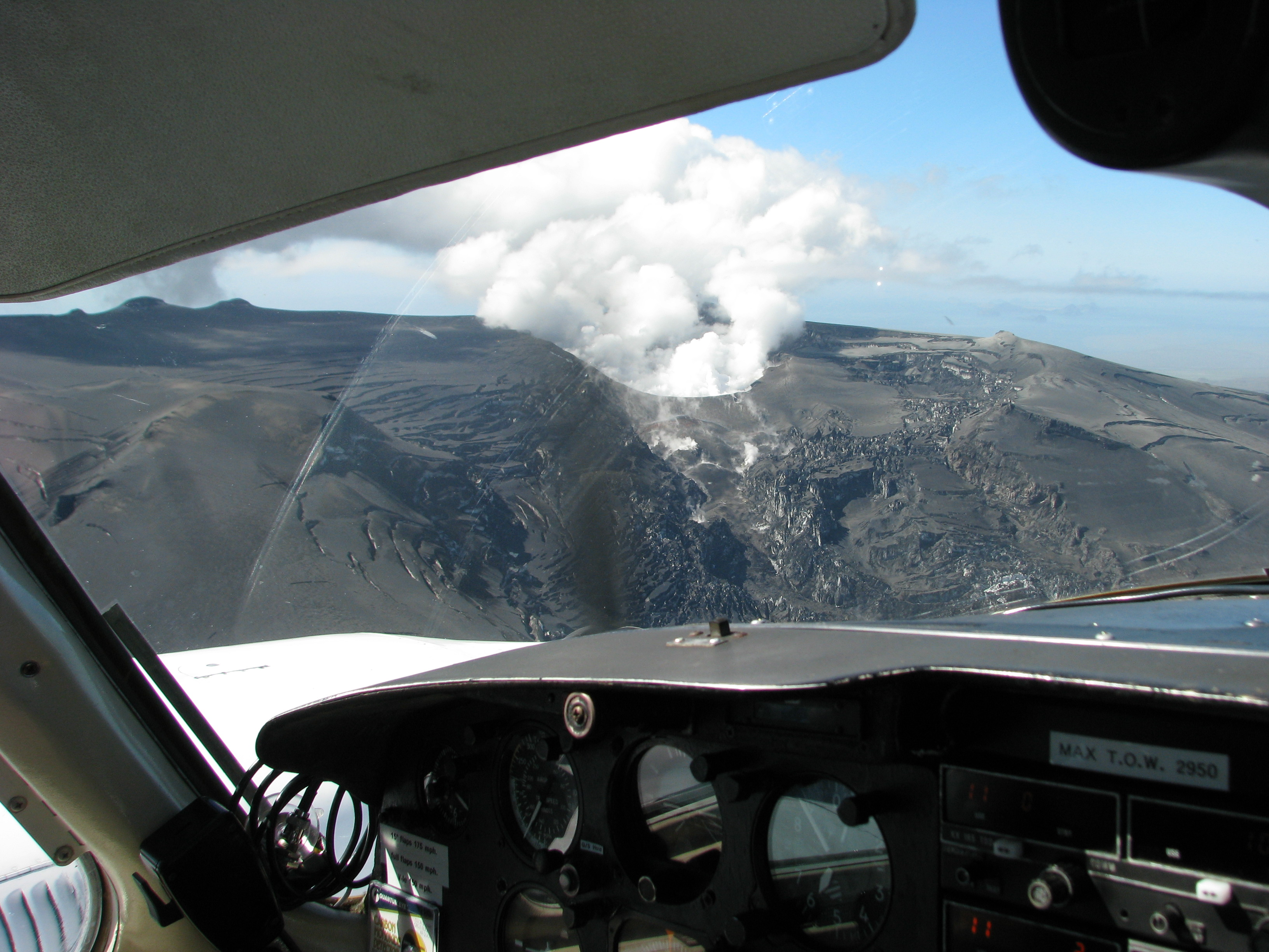Eyjafjallajökull eruption 2010 from the plane // Source: Flightseeing.is