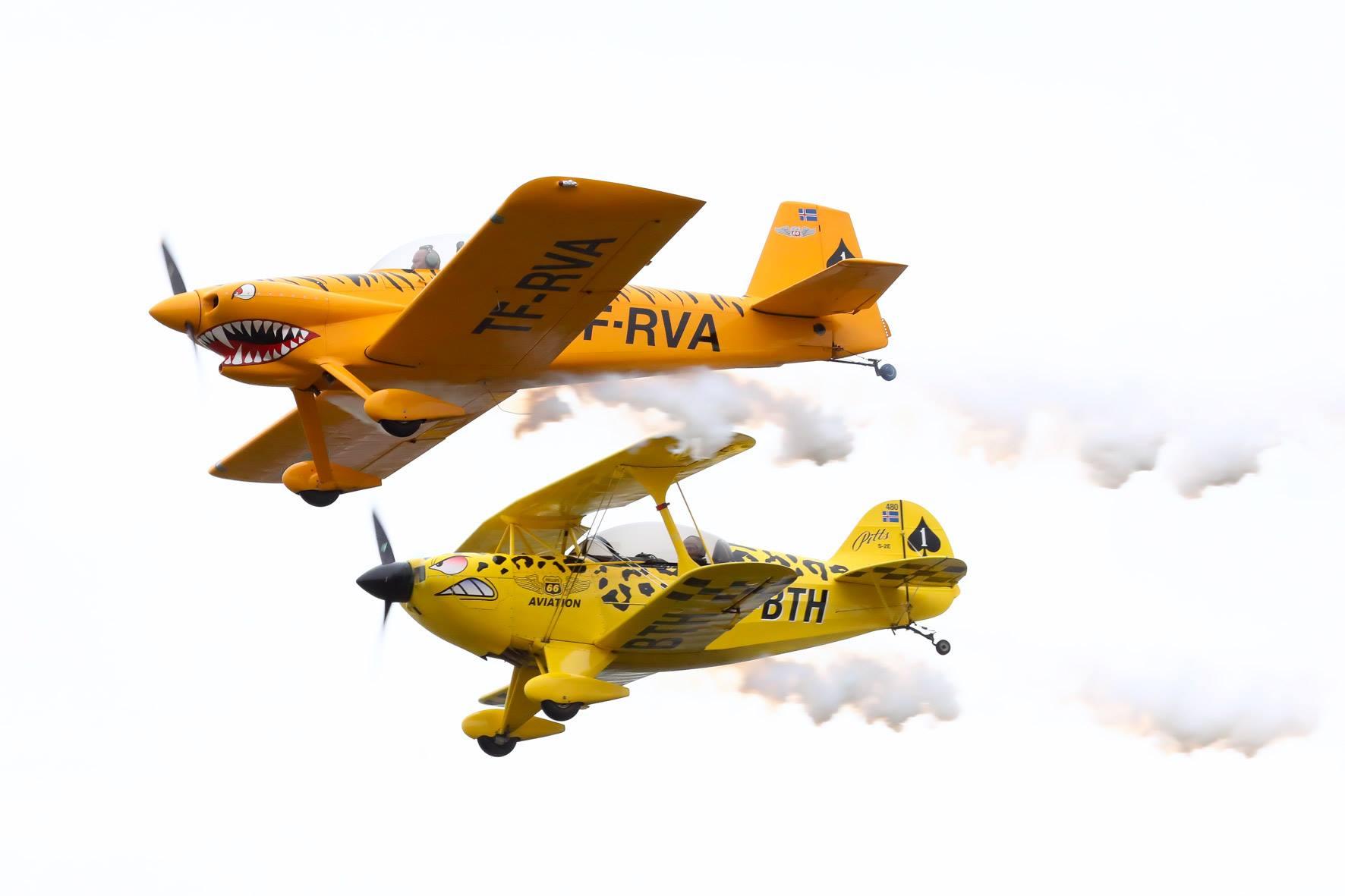 Group flight of Vans RV-4 reg. TF-RVA, piloted by Guðjón Jóhannesson, and Pitts S-2E reg. TF-BTH, piloted by Sigurður Ásgeirsson // Source: Hörður Geirsson