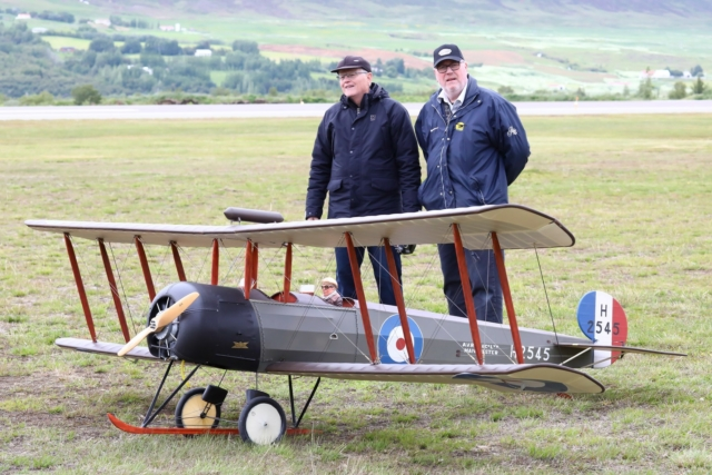 The model of Avro 504K, the first plane to fly in Iceland 3 sept. 1919 with the creator of the model Guðjón Ólafsson and pilot of the model Jón Ólafur Jónsson // Source: Hörður Geirsson