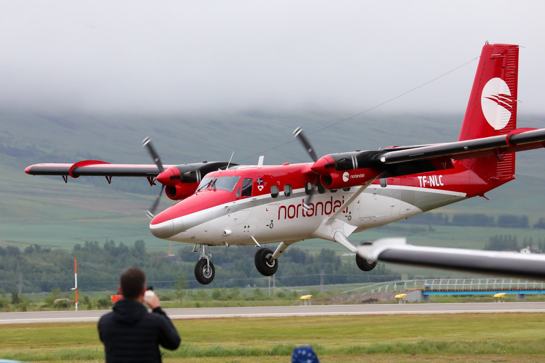 Norladnair DHC-6 Twin Otter reg, TF-NLC demonstrates STOL capabilities // Source: Hörður Geirsson