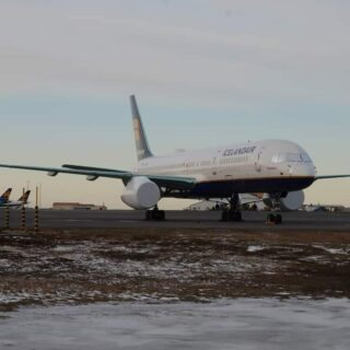 Icelandair Boeing 757-200 #TFISL, grounded today in Keflavik due to COVID-19 // Source: Emil Georgsson