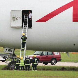 Astral Aviation (Air Atlanta Icelandic) Boeing 747-400 reg. TF-AMU excursed runway in Doncaster airport // Source: Avherald.com