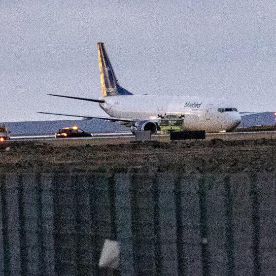 Bluebird Nordic Boeing 737 reg. TF-BBJ experienced taxiway excursion in Keflavik airport // Source: VF (Hilmarbragi)