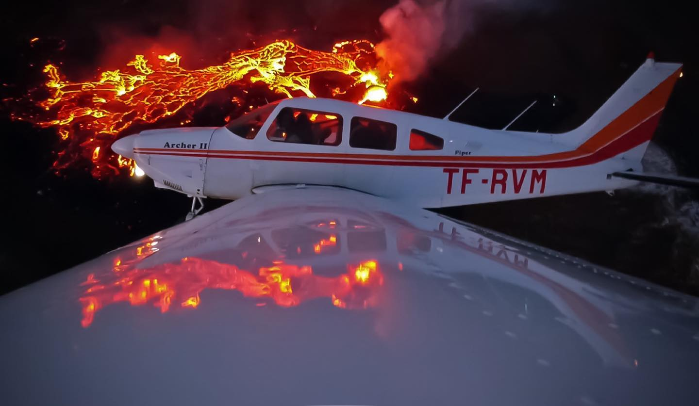 Vængir aeroclub Piper PA-28-181 reg. TF-RVM over the Fagradarlsfjall eruption in March 2021 // Source: Ernir Snær