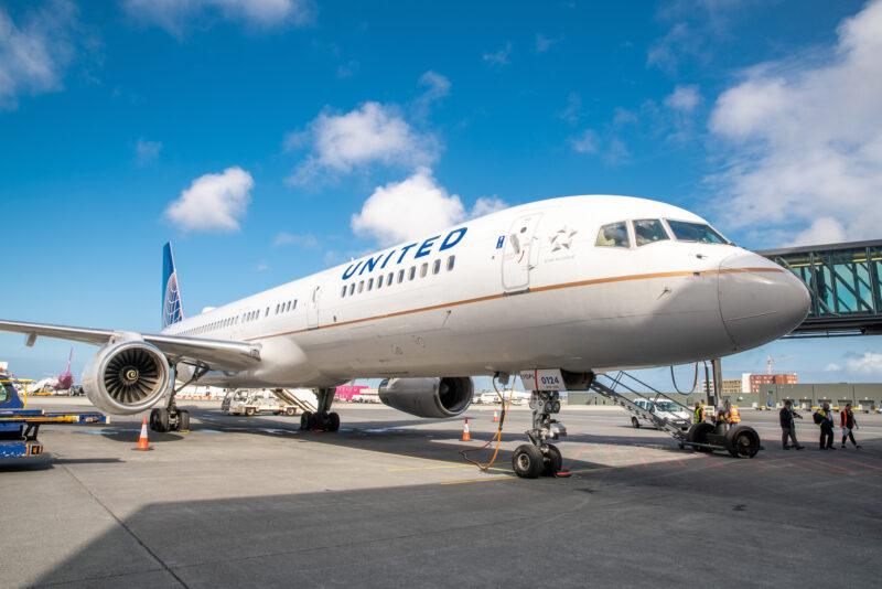 United Airlines Boeing 757 in Keflavik airport // Source: Isavia