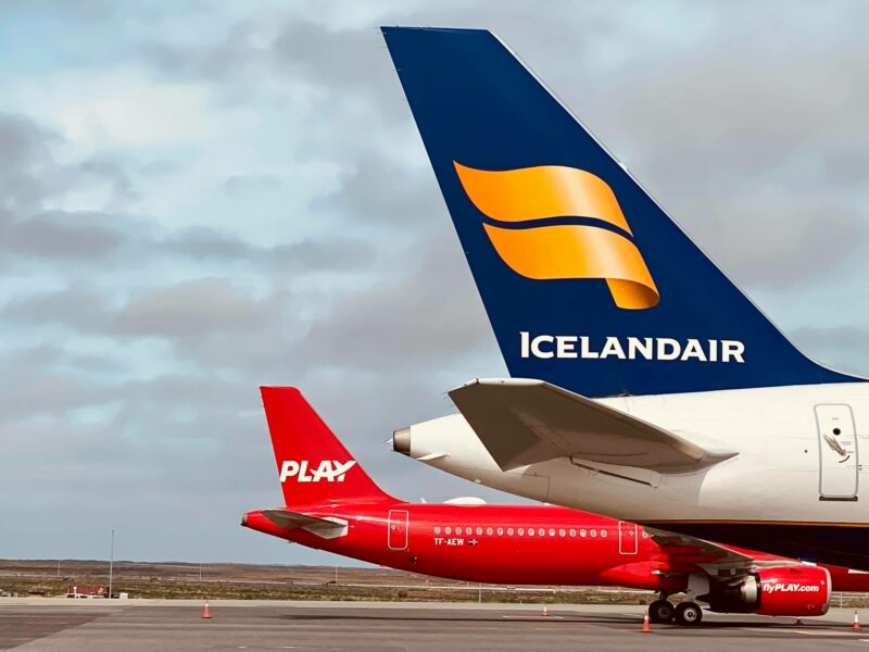 Play airline Airbus A321neo reg. TF-AEW and Icelandair Boeing 757-200 reg. TF-ISS in Keflavik airport // Source: Sigurður Magnússon