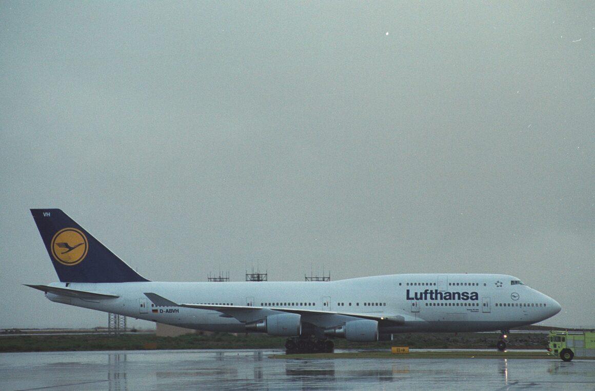 "Lufthansa Boeing 747-430 reg. D-ABVH (""Düsseldorf"") after refuelling in Keflavik before return to Europe because of the closure of New York airpsace on 11 September 2001 // Srouce: Ásgeir Sigurðsson"